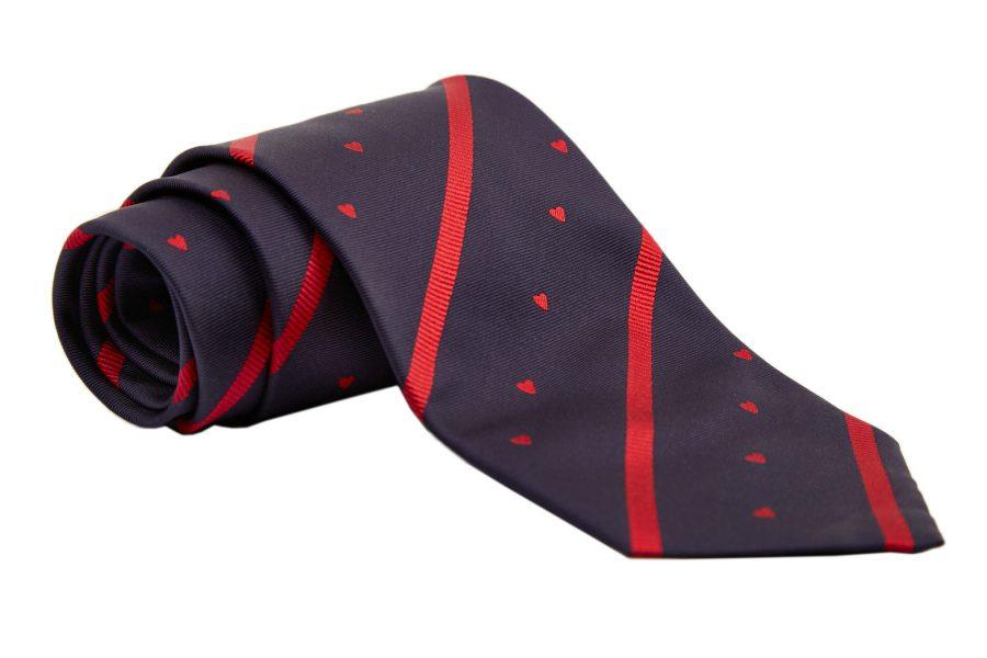 Γραβάτα μπλε σκούρο με κόκκινες καρδίες σε ριγέ σχέδιο, Μετάξι 100%